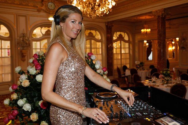 """VIPs spenden 350.000 Euro für das Sheba Medical Center Einmal im Jahr trifft sich die Society im feinen Hotel """"Hermitage"""" in Glanz, Glamour und gute Herzen in Monte Carlo bei der Benefiz-Veranstaltung """"An Enchanting Summer Night Happening""""."""