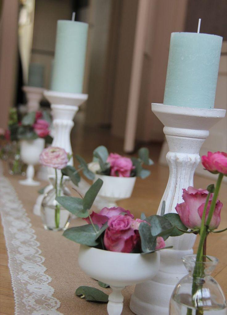 Romantische Tischdekoration im Vintagestil zum 50. Geburtstag