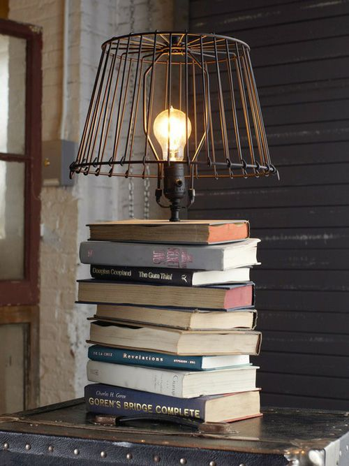 Tutoriel pour faire une lampe avec de vieux livres.Ideas, Table Lamps, Rustic Industrial, Lamps Shades, Lampshades, Wire Baskets, Tables Lamps, Old Books, Book Lamps