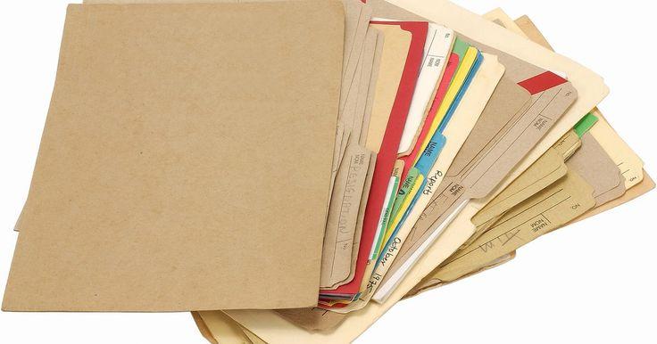 Cómo hacer etiquetas para carpetas de archivo en Microsoft Word. Las etiquetas para las carpetas de archivos son membretes finos que se colocan en las pestañas de los fólderes para identificar el contenido de los mismos. Cada etiqueta es comúnmente diferente, por lo que el proceso de impresión requiere de una información única. Utiliza Word para imprimir esas etiquetas para muchas marcas y modelos de oficinas ...
