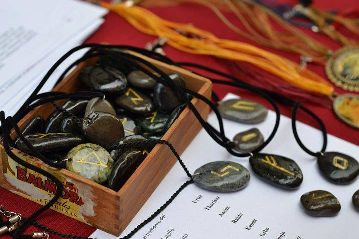Handmade, art, rune, set or jewelry For info: Gatta Bastrada Creazioni (facebook) https://www.facebook.com/pages/Gatta-Bastarda-Creazioni/237047259684340?ref=bookmarks