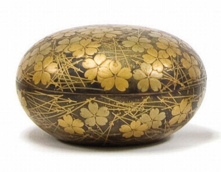 Japanese lacquer Kogo (box). Edo period. c1800