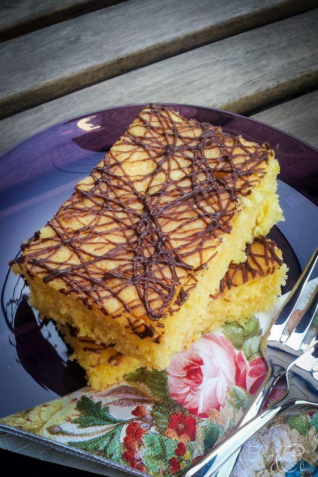 Hmmm… lecker saftig, fruchtig und süß dieser Kuchen. Weiße Schokolade mit Orange und Kokos, da fühlt man sich fast wie in der Südsee  Das braucht ihr: 4 Eier (L) 80 g Kokosraspeln 3 Orangen (Saft und Schale) 180 g Zucker 1 Pck Vanillinzucker 1 Prise Salz 250 g Butter 200 g weiße Schokolade 360 …
