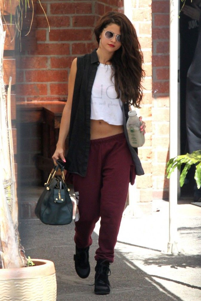 street style selena gomez sweatpants