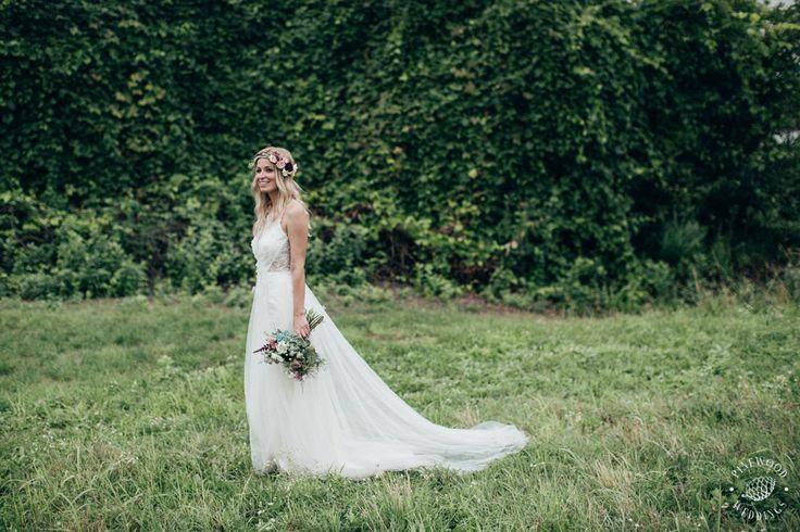 Dóri is wearing a Nora Sarman Bridal Artemis wedding dress