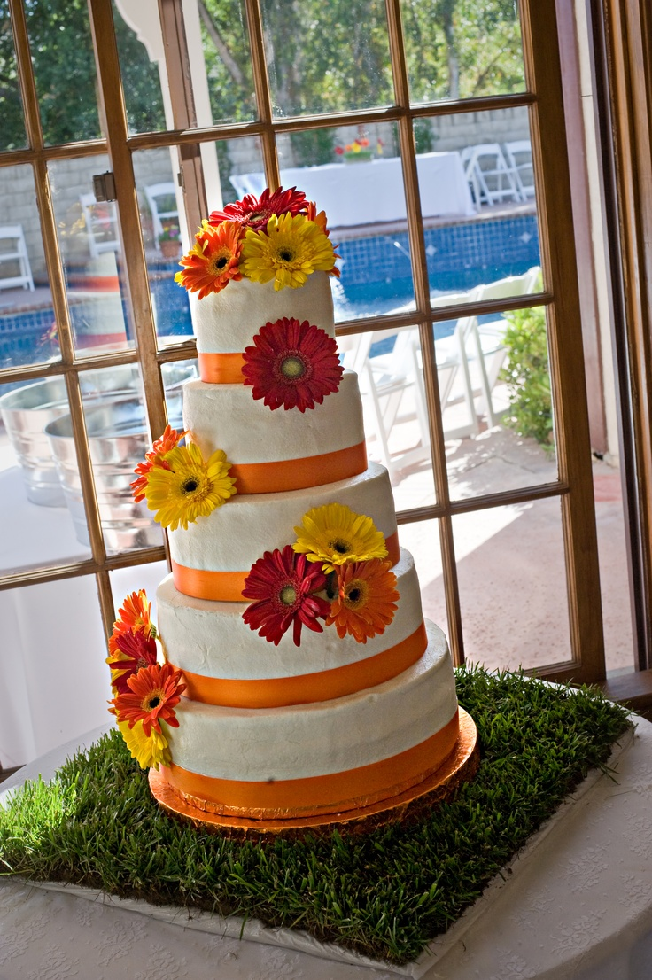 Gerber Daisy Decorated Wedding Cake, So beautiful!