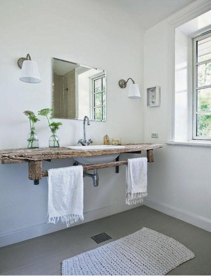 Bekijk de foto van SiendeWit met als titel Stoere houten plank als badkamermeubel en andere inspirerende plaatjes op Welke.nl.