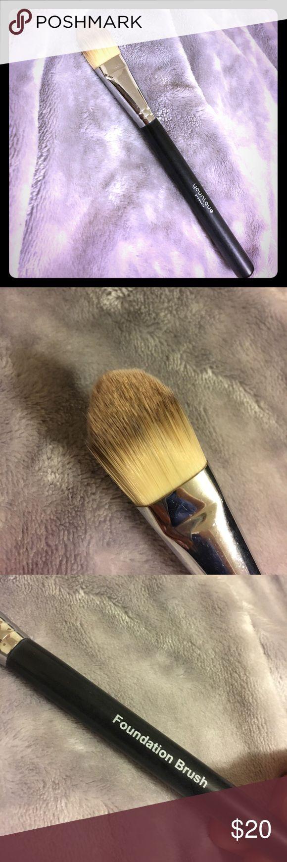 Younique foundation brush Unused, soft foundation brush younique Makeup Brushes & Tools
