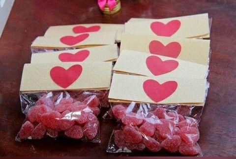 Balas jujuba, em formato de coração para lembrança de casando ou noivado.