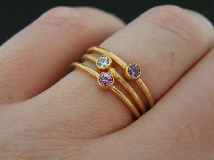 safir smykker - safirer kan ha andre farge enn blå, som lilla.