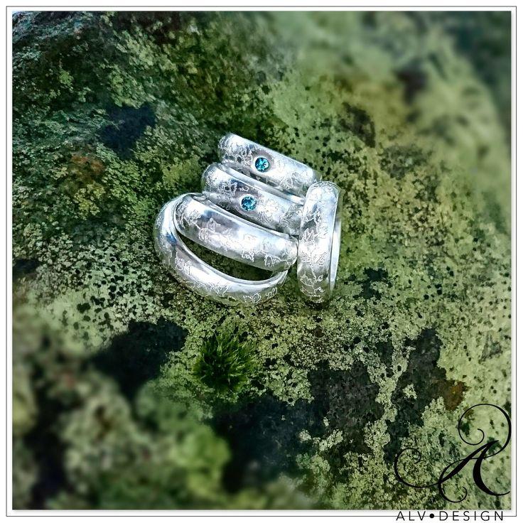 MURGRÖNA En handgraverad rustik silverring med och utan blå diamant 0,07 ct. Design och arbete av konstnär och silverdesigner Anneli Lindström, Alv Design. Välkommen att se mer i webbutiken www.alvdesign.se