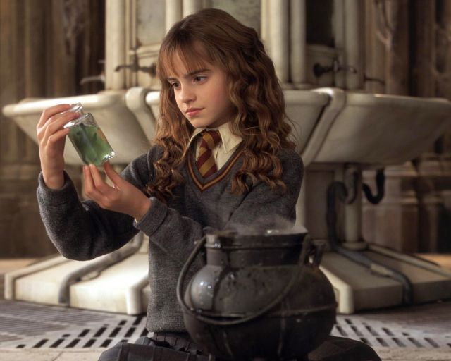 19 Problems Only Bookworms Understand (that is, HARRY POTTER book-nerds)