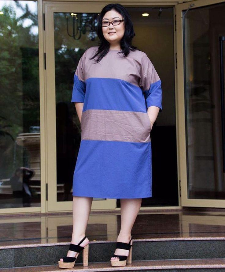Что может быть лучше, чем не раздумывая о том какую блузку подобрать к юбке, надеть платье и побежать на работу или на встречу. Поэтому их никогда не бывает достаточно. Может вам пора купить еще одно😉 Размеры: 50 - 58, стоимость: 4500 сомов. Обувь предоставлена: @salamander.kg Макияж: @marechek_makeup  Фото: @ferideandashevaa