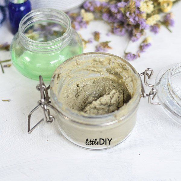 DIY PORE PERFECTING CLAY MASK – to minimize pores