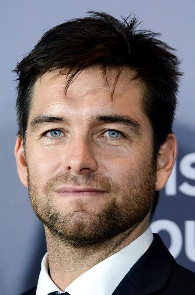 Antony Starr (He just kills me every time I watch Banshee. Every single time I watch a new episode that sexy mofo makes my teeth sweat. Jesus Christ.)
