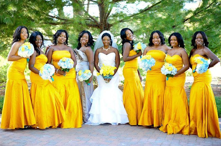 yellow looks so beautiful on our skin..dresses and bouquet photo poses of Nigerian bride and bridesmaids for wedding.