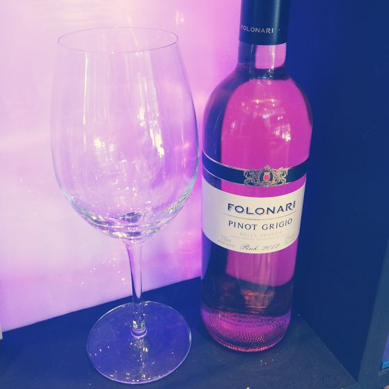 How cool does the Folonari pinot grigio look with our backlighting?! #yycwine #burgushi #yycdrinks #yyc #downtownyyc