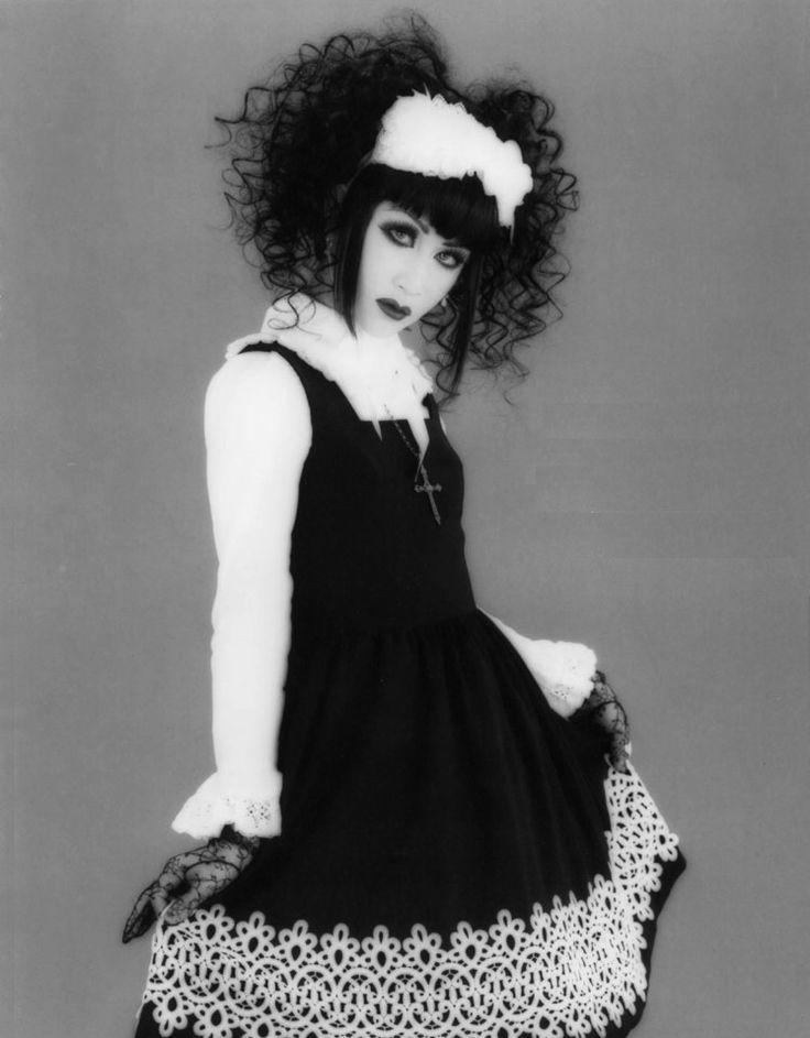 https://i.pinimg.com/736x/96/ec/80/96ec806568d5bfb29314560c794c1d0a--gothic-lolita-lolita-fashion.jpg