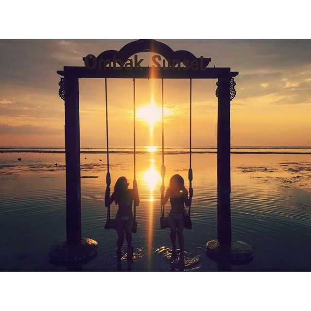 【tripyuuu】さんのInstagramをピンしています。 《sunset☀︎ #gilitrawangan#gili#giliislands#beach#sea#sunset#good #bali#indonesia#surf#beautiful#trip#travel#travelgram #ギリ#ギリ島#ロンボク島#バリ#インドネシア#ビーチ#サンセット#海#旅#旅行#旅好きな人と繋がりたい#写真好きな人と繋がりたい #tg870 #olympus  キレイな海があって こんなにキレイな景色が見られるんなら 安いボロ宿でもいっか。  大キライなゴキブリでたし シャワーは水圧激弱の海水だし いろんなハプニングあったけど、それもいい思い出☺︎ おかげで旅のいろんなネタができました😂》