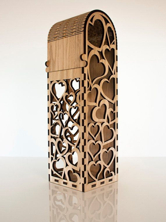 Single bottle wooden wine box with hearth design.