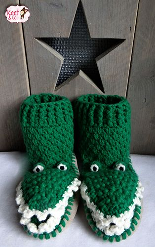 Krokodil pantoffels gemaakt door Keet & Co. Ook te maken in een schapen- en haaienvariant. Leuk voor jong en oud.