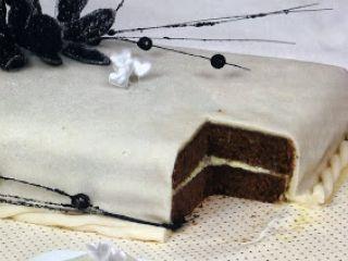 Bolo de Chocolate e Menta com Maçapão