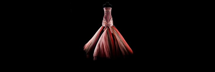 Legendary Looks / Haute Couture / HAUTE COUTURE / Woman / Fashion & Accessories / Dior official website