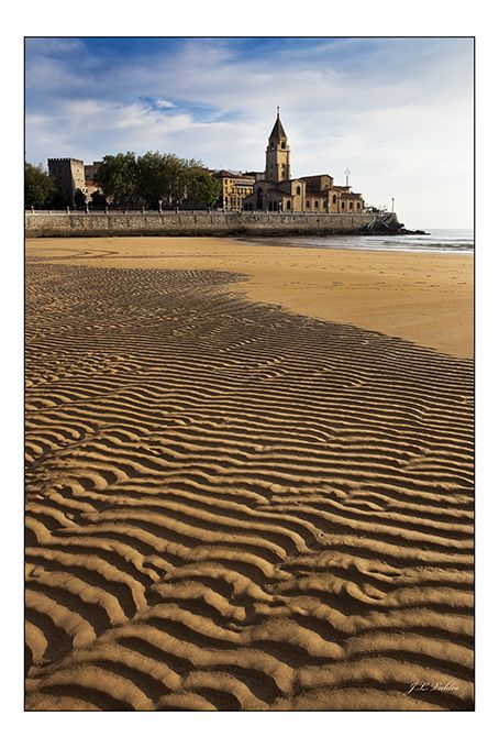 Playa de san lorenzo gij n spain is different espa a for Jardines de la reina gijon