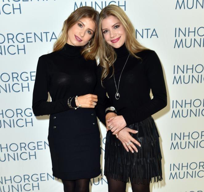 """Bei der Schmuck- und Uhrenmesse """"Inhorgenta"""" posierte Mats Hummels Frau Cathy Hummels mit ihrer hübschen Schwester Vanessa Fischer (r.)"""