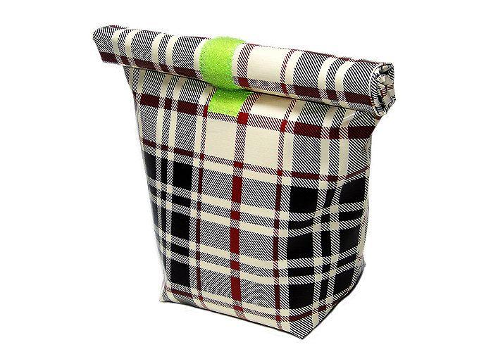 Lunchbag mit Isolierfolie. Hält die Brotzeit super frisch, mit Kühlakku sogar im Sommer und den ganzen Tag. Kann auch als Waschtasche oder Bikinibeutel umfunktioniert werden. Genial im Urlaub.