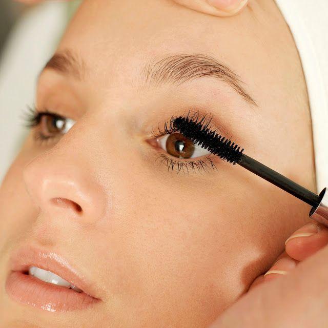 Perfekcyjny makijaż nie mógłby się obyć bez tuszowania rzęs. Dzięki temu nasze spojrzenie nabiera głębi, a rzęsy stają się grubsze, dłuższe i bardziej podkręcone. Na rynku kosmetycznym istnieje szerok