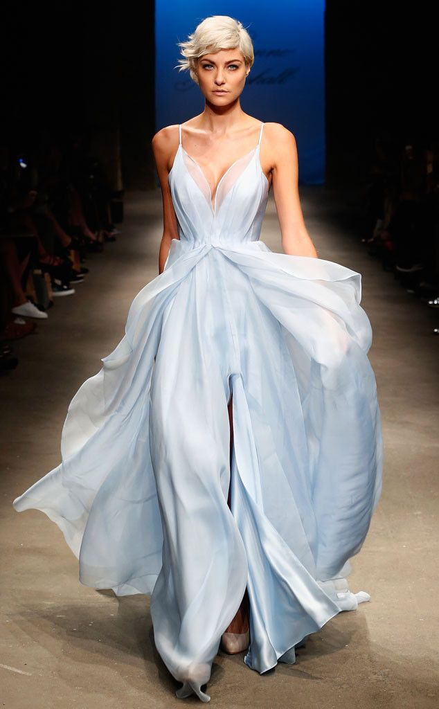 Leanne Marshall S/S 16: I never heard of this designer but I love this ice blue flowy dress! Beautiful!