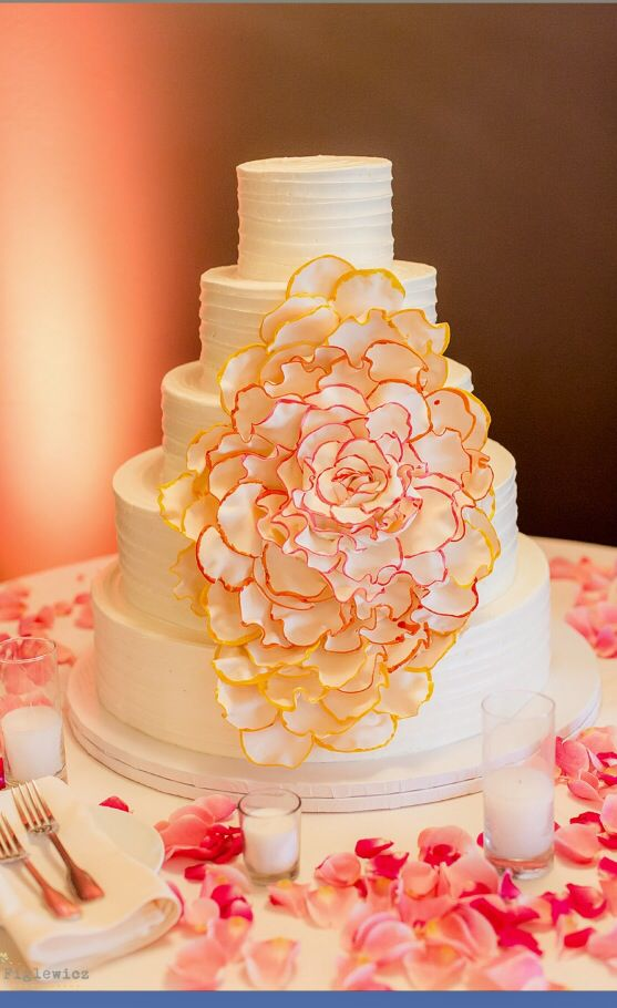 wedding cakes los angeles prices%0A Los verdes golf course wedding cake by Great Dane bakery