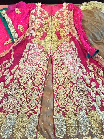 A beautiful Sana Safinaz Bridal outfit in mint condition available for a discount exclusively at Secret Stash
