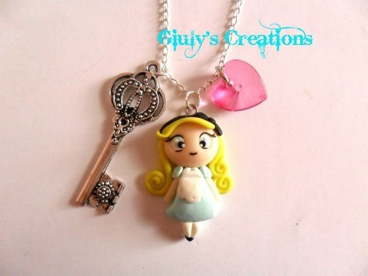 Collana Alice in Wonderland in fimo, by Giuly's Creations, 12,00 € su misshobby.com