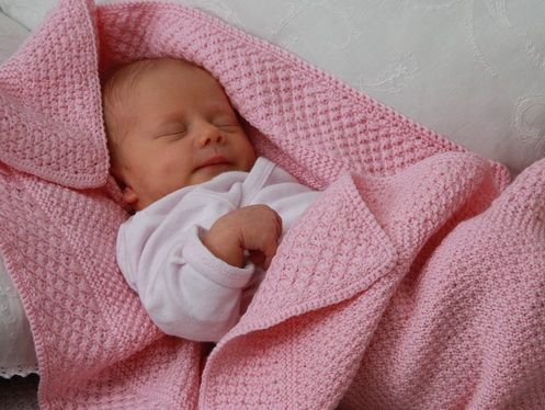 Lovely baby blanket knitting pattern