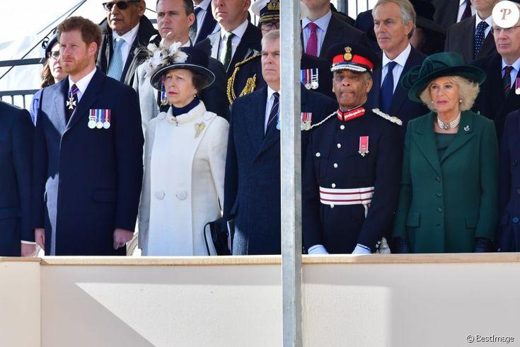 Le prince Harry, la princesse Anne, le prince Andrew, Camilla Parker Bowles lors de l'inauguration le 9 mars 2017 à Londres d'un mémorial rendant hommage aux services rendus au péril de leur vie par les personnels de l'armée britannique et les civils de la Défense lors de la Guerre du Golfe et des conflits armés en Irak et en Afghanistan.