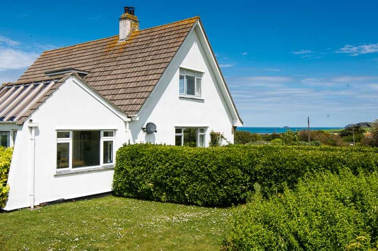 Tresillian - Harlyn Bay - A Cornish, self catering holiday house to rent at #HarlynBay, just a short drive from #Padstow #Cornwall