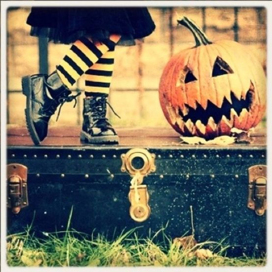 kids Halloween picture idea.