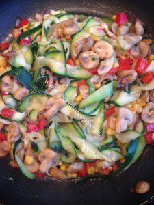 Courgette pasta met veel groenten