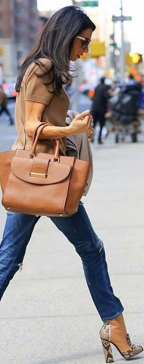Cute casual outfit. Love this oversized handbag.