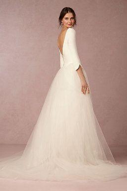 Es encantador este vestido de novia con mangas y espalda descubierta