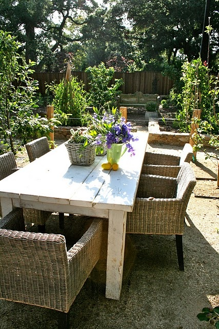 Beach House Outdoor Dining..great table & chairs..