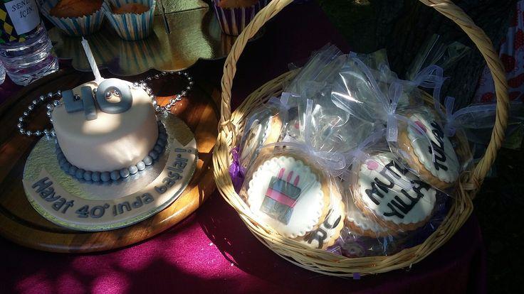 40 yaş doğum günü partisinin pasta ve kurabiyeleri