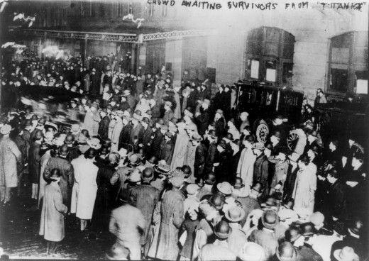 Titanic Survivors, 1912: Crowd Wait, Crowd Awaits, Titanic Survivor, Rms Titanic, Awaits Titanic, Titanic History, New York, Newyork, Awaits Survivor