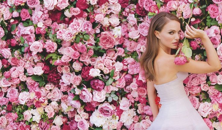 luxurious floral walls will be the new wedding trend of 2015.