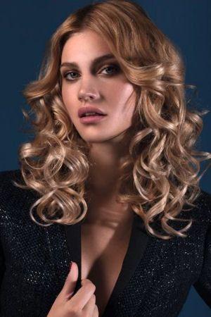 Les boucles soyeuses par Vog : Les tendances coiffure automne-hiver 2015-2016 - Journal des Femmes