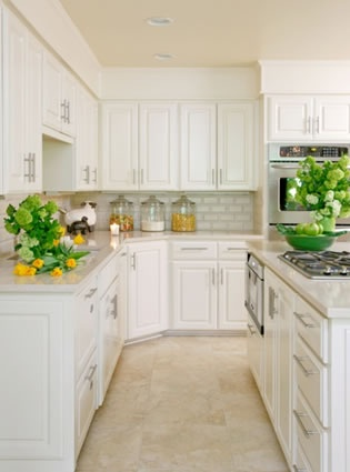 Recreate this fresh and bright kitchen by using our White Metro Tiles at http://www.wallsandfloors.co.uk/catrangetiles/wall-tiles/metro-brick-200/white-8397/13430/, and then on the floor why not try our Light Taurus Travertine Tiles, from only £17.75+VAT http://www.wallsandfloors.co.uk/range/natural-travertine-tiles/taurus-travertine/.