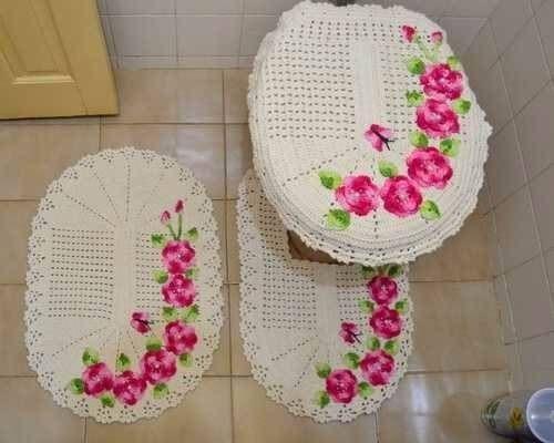 jogo de banheiro de croche com flores rosas