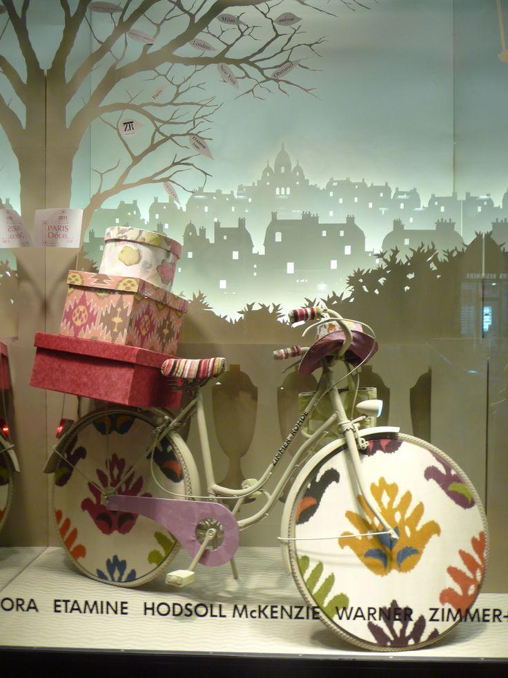 Escaparate en Paris window display. #retail #merchandising #windowdisplay
